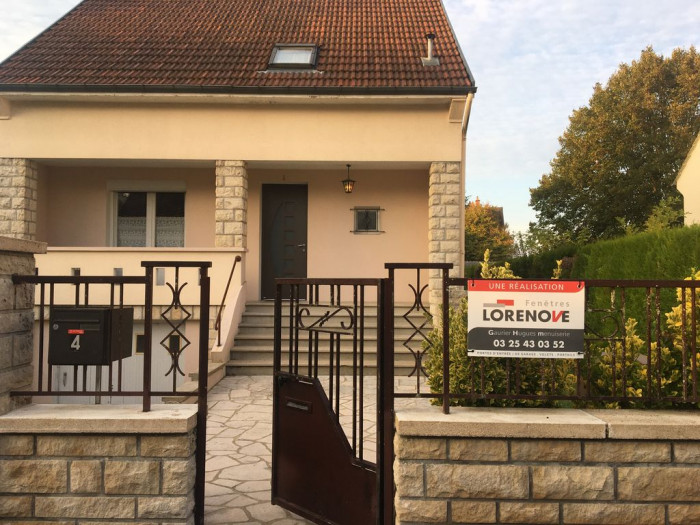 Pose d'une porte d'entrée en aluminium à Troyes