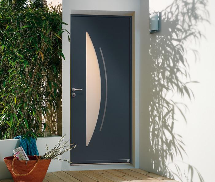 Comment poser en toute confiance votre nouvelle porte d'entrée Alu avec Lorenove Mantes ?