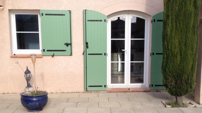 Pose de fenêtres pvc et de volets battants aluminium par AZUR WINDOW Lorenove à Trets