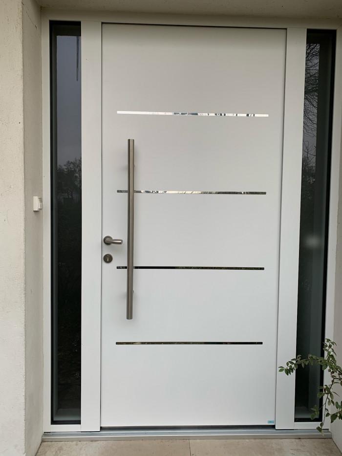 Pose d'une porte d'entrée à Chatou (78)