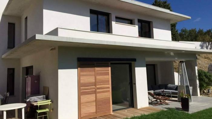 Pose d'un portail près de Trets par AZUR WINDOW Lorenove
