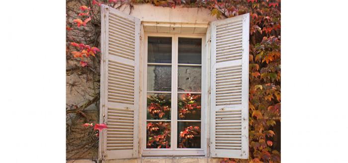 Pose fenêtre en PVC Gris