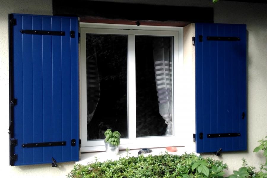 Lorenove Eysines : pose d'une fenêtre et de volets battants