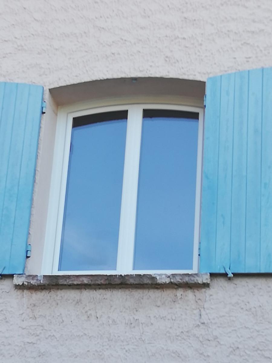 Pose de fenêtres PVC cintrées à Martigues