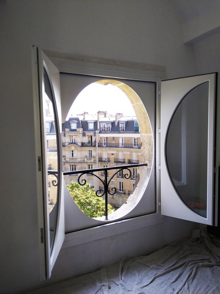 Pose de fenêtre ronde en bois par Lorenove Paris Ouest (75)