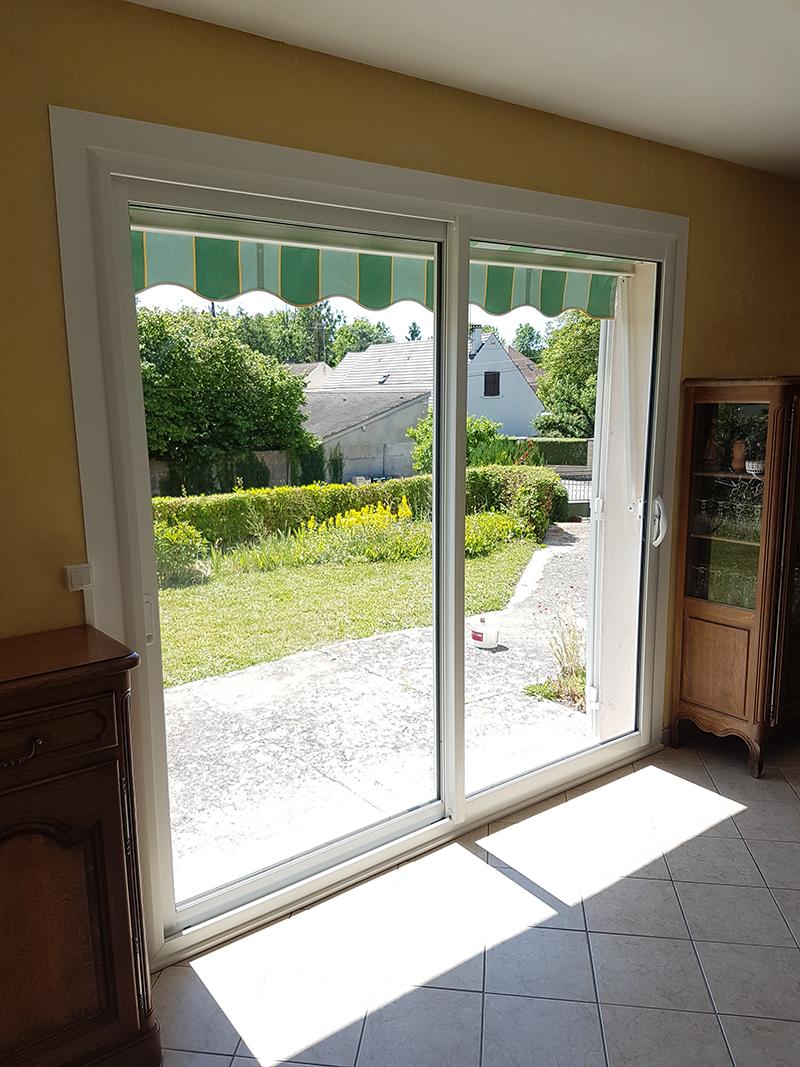 Pose d'une baie vitrée coulissante en PVC (Oi...