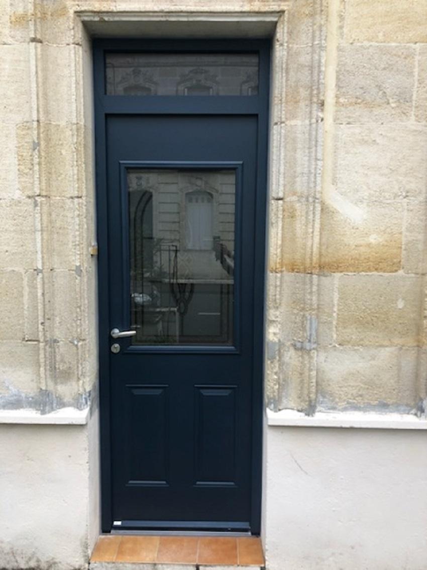 Pose d'une porte d'entrée en aluminium - Le B...