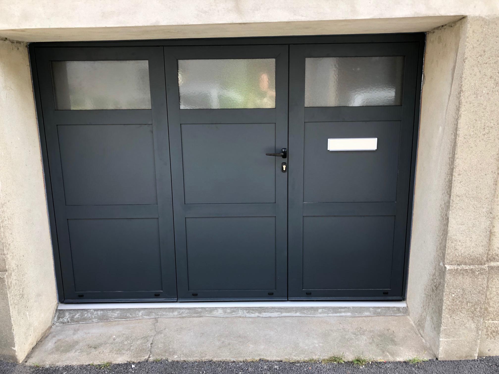 Pose de Portes de garage par Lorenove Cherbou...