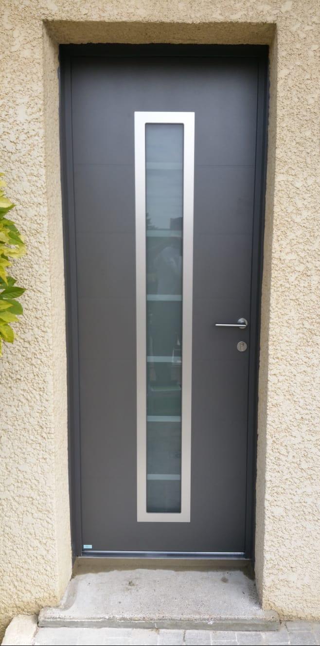Pose d'une porte d'entrée à Orgeval (78)