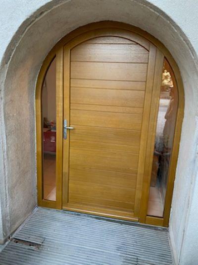 porte d'entrée en bois à Dreux
