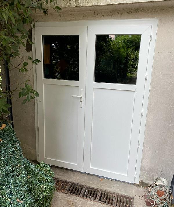 Pose d'une porte PVC à Herblay