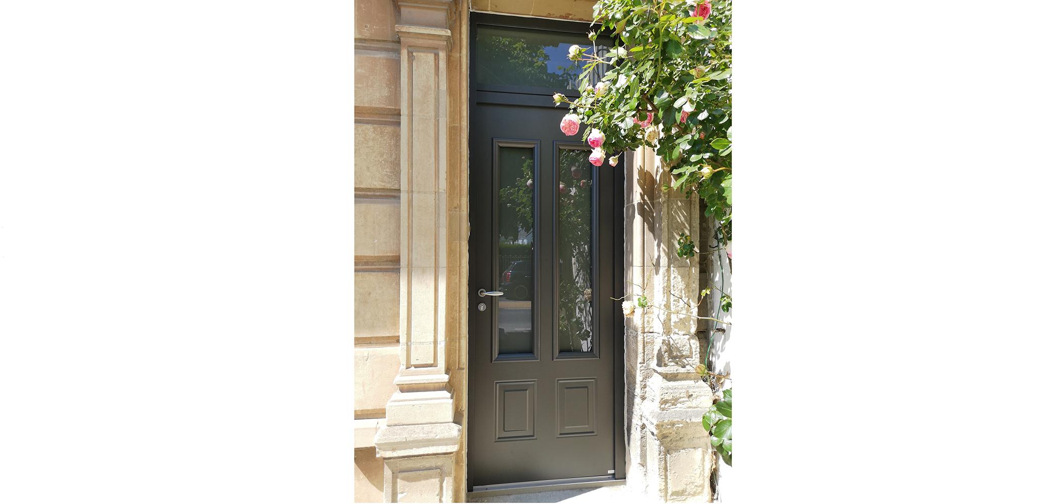 Pose d'une porte Aluminium par Lorenove Caen